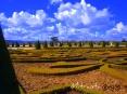 La primavera llega algo más tarde al norte de Francia y aunque los días son más largos y luminosos y el frío ha dejado paso al buen tiempo, a primeros de abril, los jardines aún están en su fase de reposo invernal.