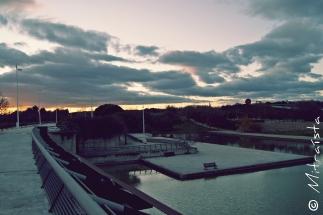 Ni el rumor del viento osa perturbar la soledad de este mundo azul y crepuscular.